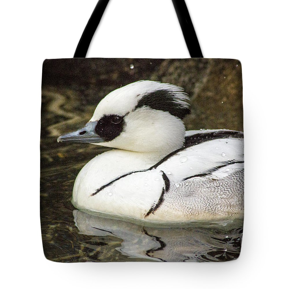 Bird Tote Bag featuring the photograph Waterdrop Shmew by Darleen Stry