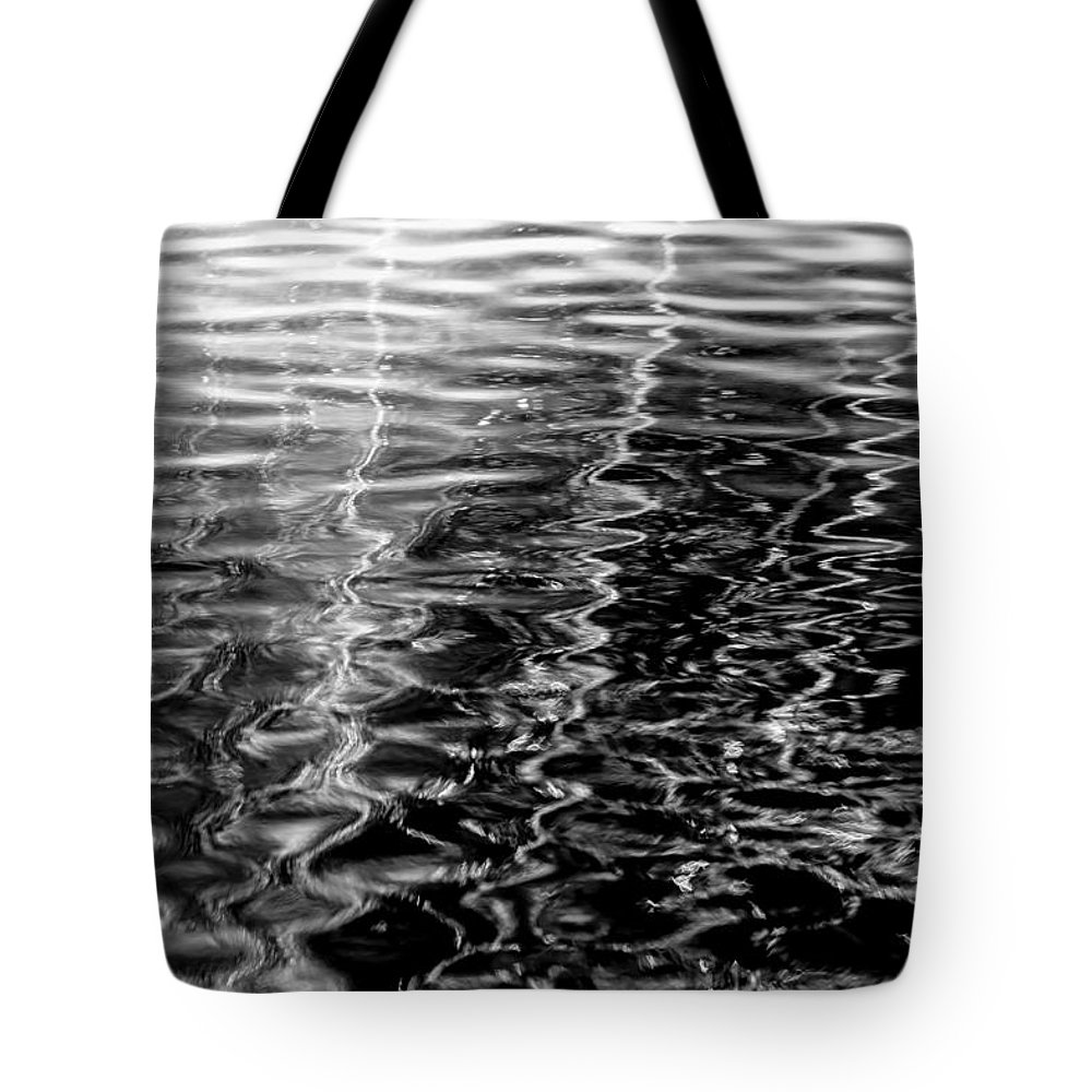 Light Tote Bag featuring the photograph Wavy by Edgar Laureano