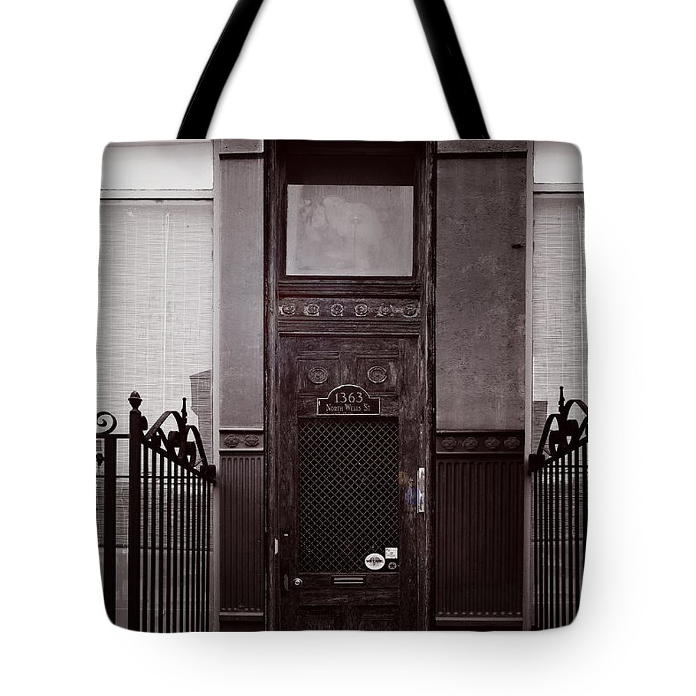 Chicago Tote Bag featuring the photograph Wells Street Old Town Chicago by Christine Till