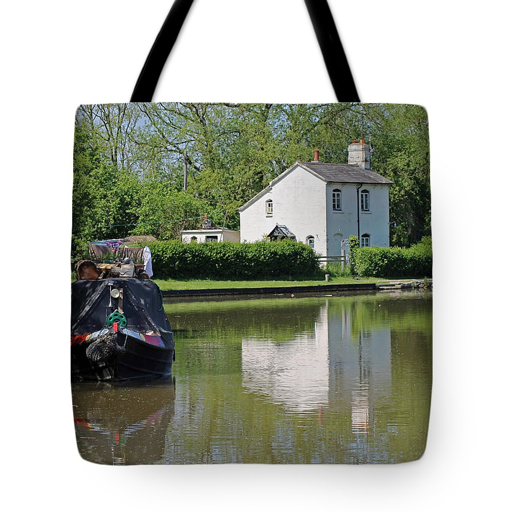Oxford Canal Tote Bag featuring the photograph White House And House Boat by Tony Murtagh