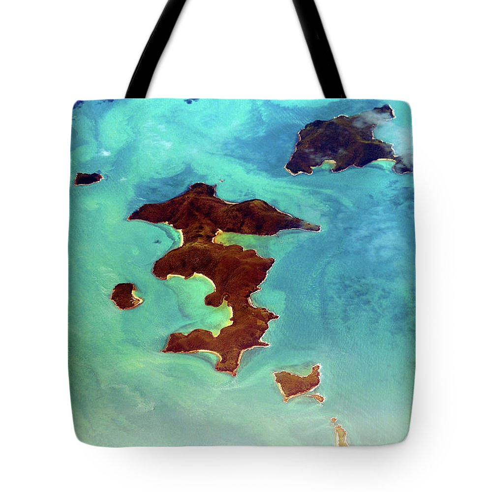 Scenics Tote Bag featuring the photograph Whitsunday Islands by Photography By Mangiwau