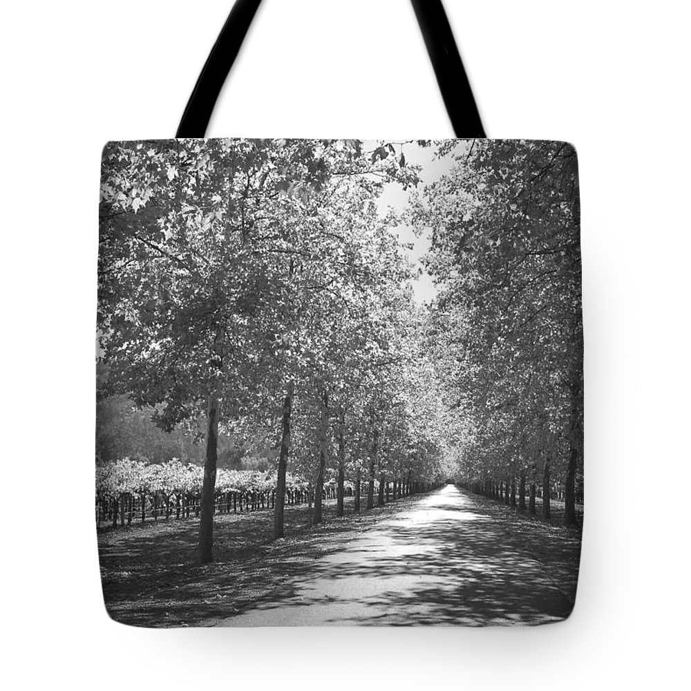 Black And White Tote Bag featuring the photograph Wine Country Napa Black And White by Suzanne Gaff