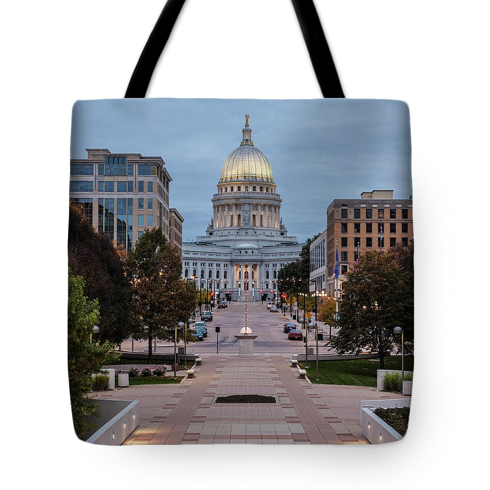 Land Vehicle Tote Bag featuring the photograph Wisconsin State Capitol Building by Kenneth C. Zirkel