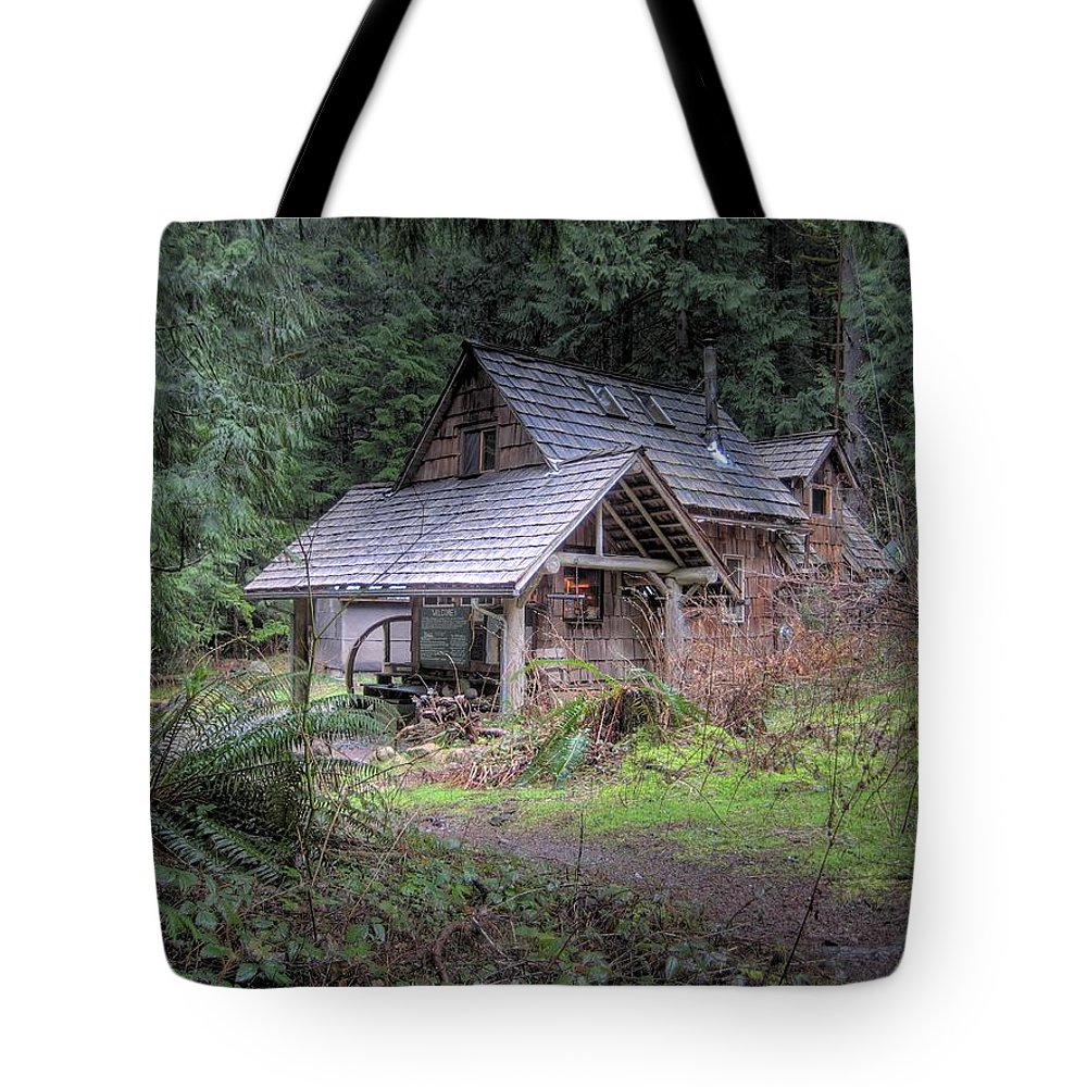 Cabin Tote Bag featuring the photograph Rustic Cabin by Jane Linders