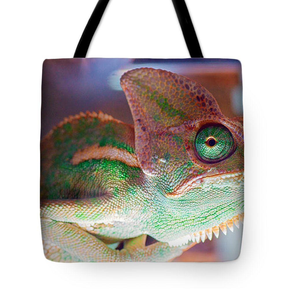 Macro Tote Bag featuring the photograph Yessssssss Yup I Concur by Bruno Rosa