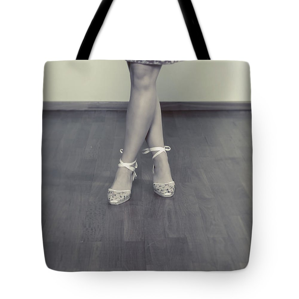 Woman Tote Bag featuring the photograph Ballerinas by Joana Kruse