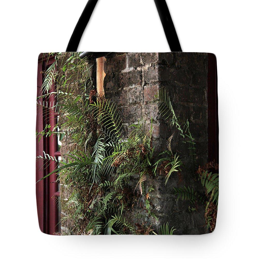 Savannah Ga Tote Bag featuring the photograph Gas Light by Carol Ann Thomas