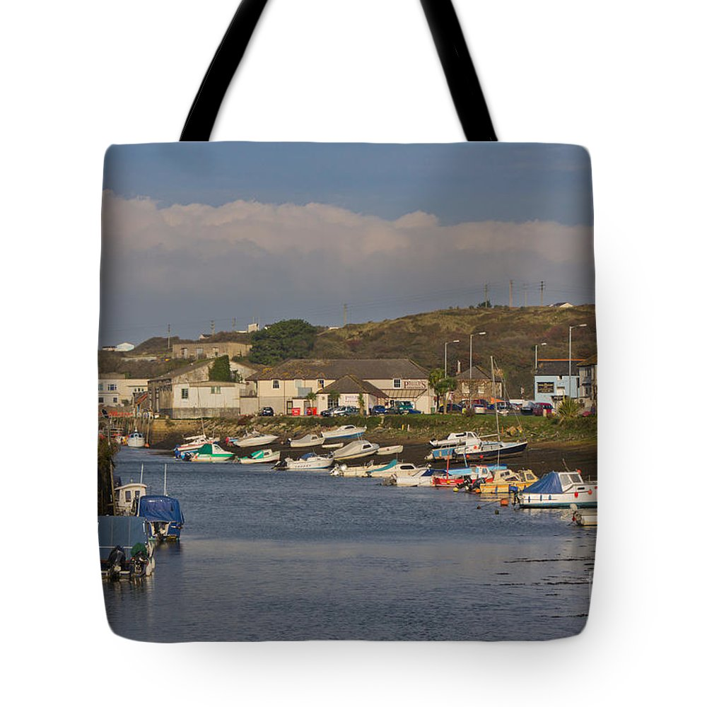 Hayle Tote Bag featuring the photograph Hayle Harbour by Brian Roscorla
