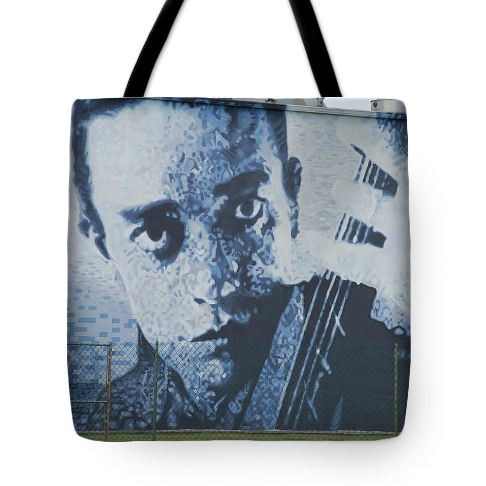Johnny Cash Tote Bag featuring the photograph Johnny Cash by Rob Hans