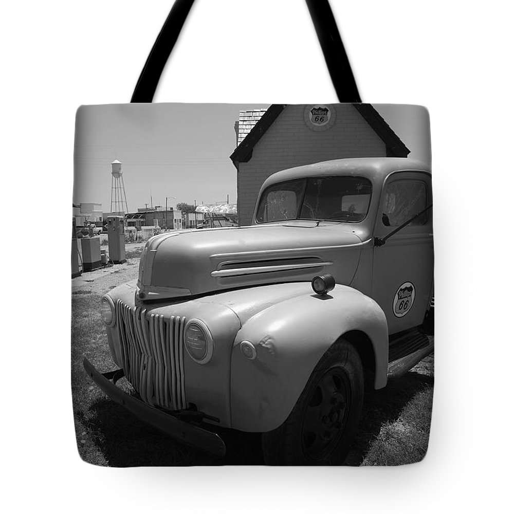 66 Tote Bag featuring the photograph Route 66 Truck And Gas Station by Frank Romeo