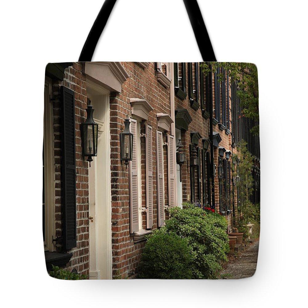 Savannah Ga Tote Bag featuring the photograph Savannah 3 by Carol Ann Thomas