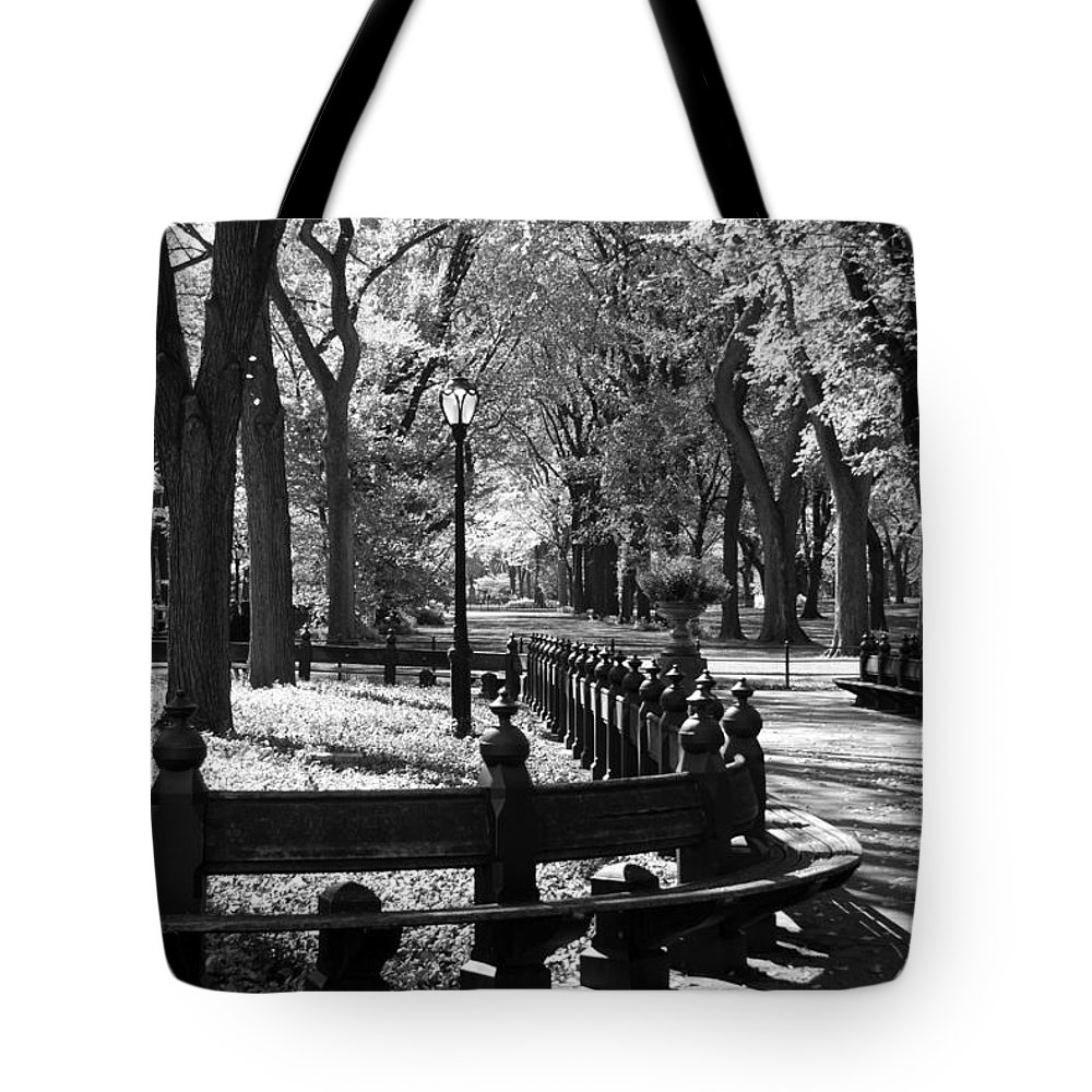 Black And White Tote Bag featuring the photograph Scenes From Central Park by Rob Hans