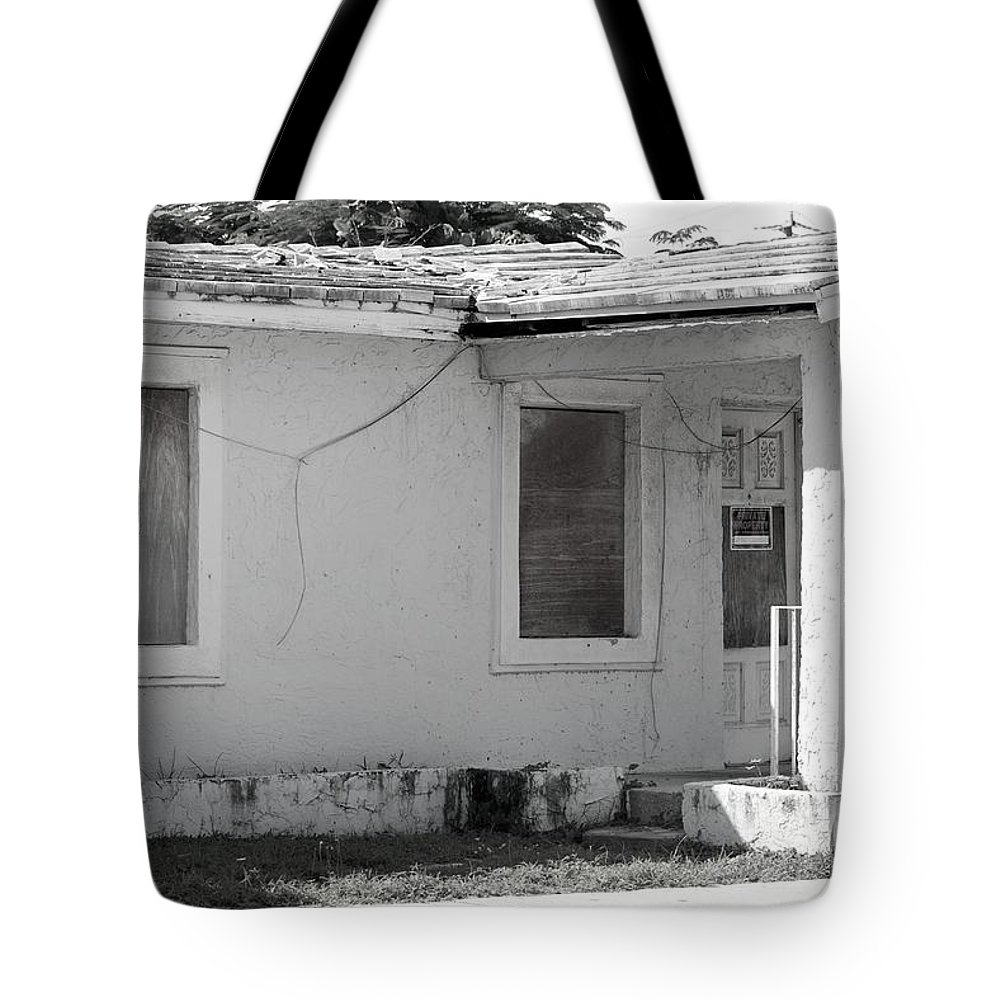 Black And White Tote Bag featuring the photograph 771 Nomans Ave by Rob Hans