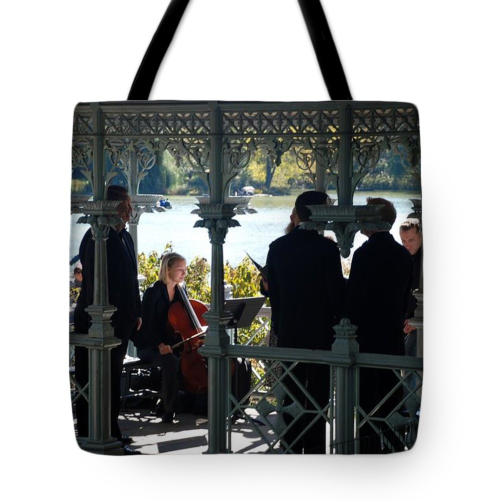 Central Park Tote Bag featuring the photograph A Happy Wedding by Rob Hans