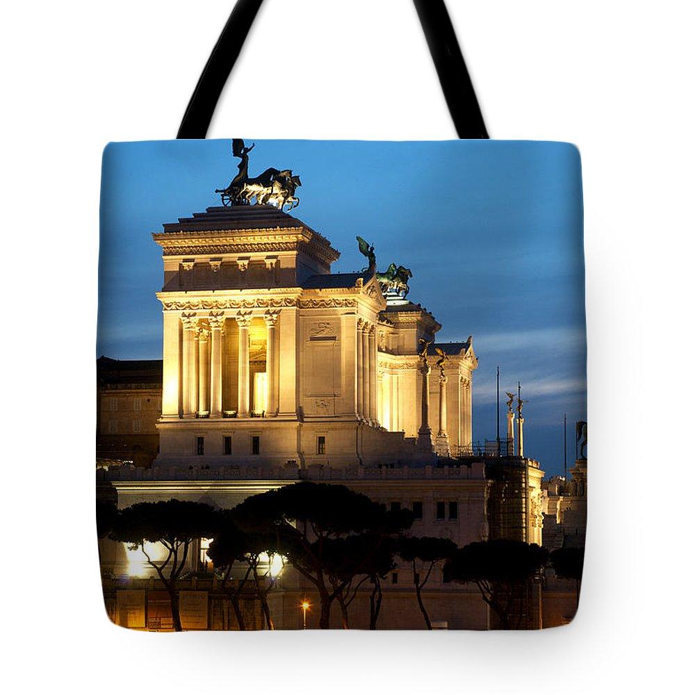 Altare Della Patria Tote Bag featuring the photograph Altare Della Patria by Fabrizio Troiani