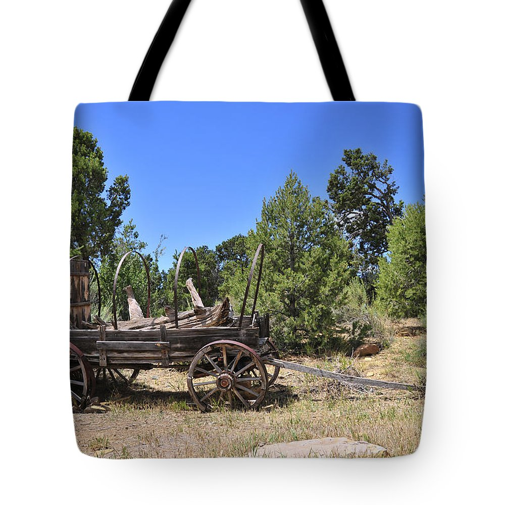 Covered Wagon Tote Bag featuring the photograph Arizona Wagon by David Arment