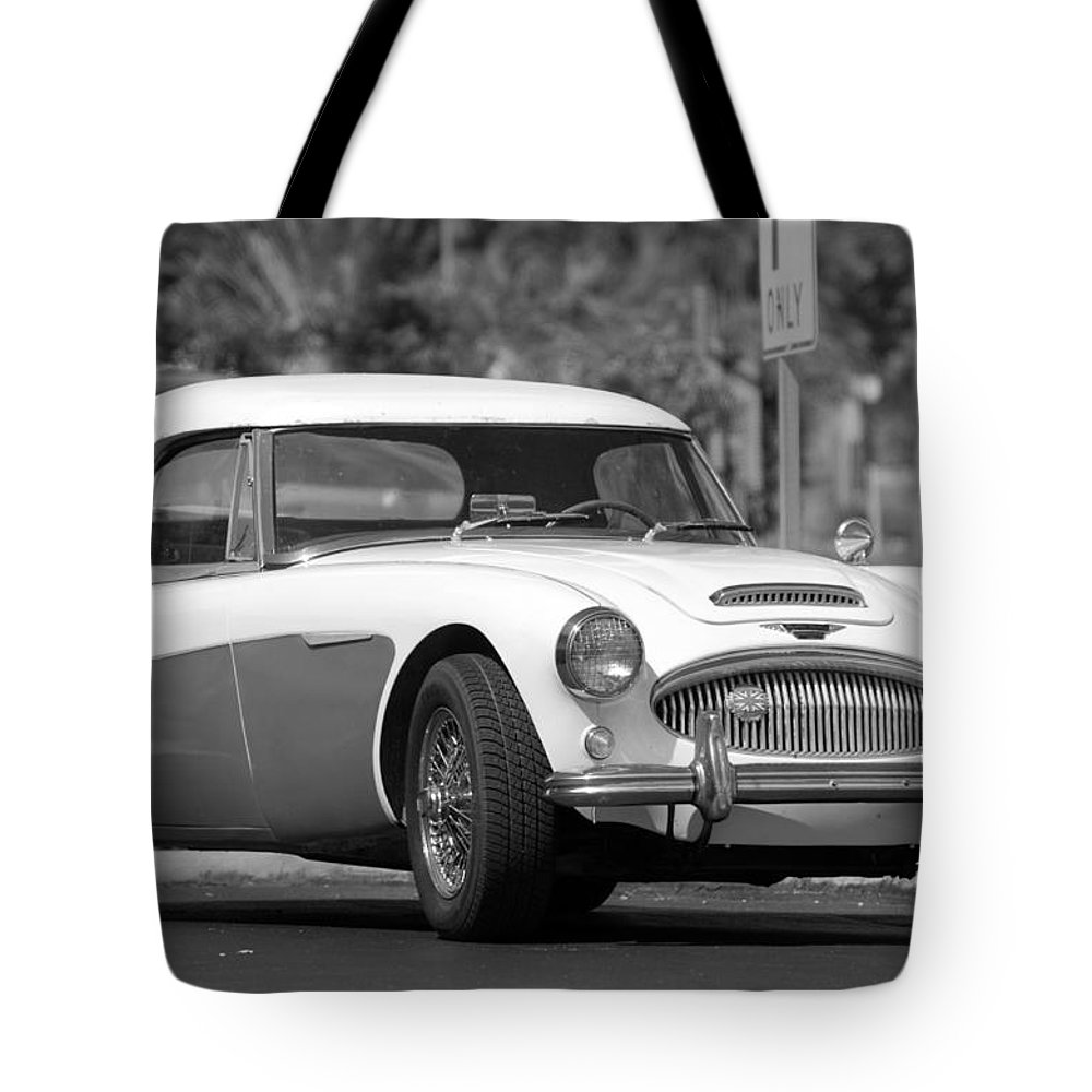 1960 Tote Bag featuring the photograph Austin Healey In Black And White by Rob Hans