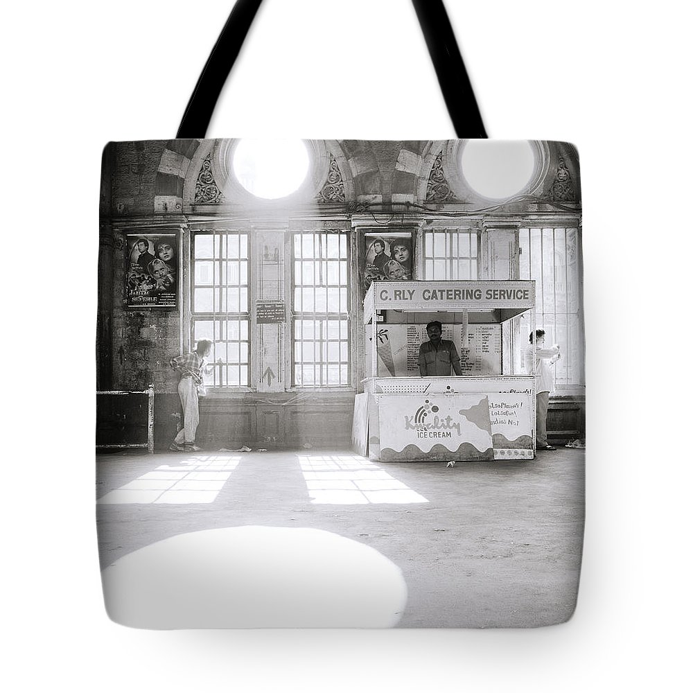Asia Tote Bag featuring the photograph Bombay In India by Shaun Higson