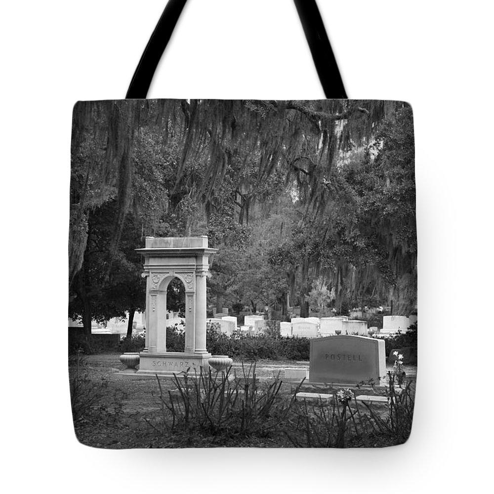 Savannah Ga Tote Bag featuring the photograph Bonaventure 3 by Carol Ann Thomas