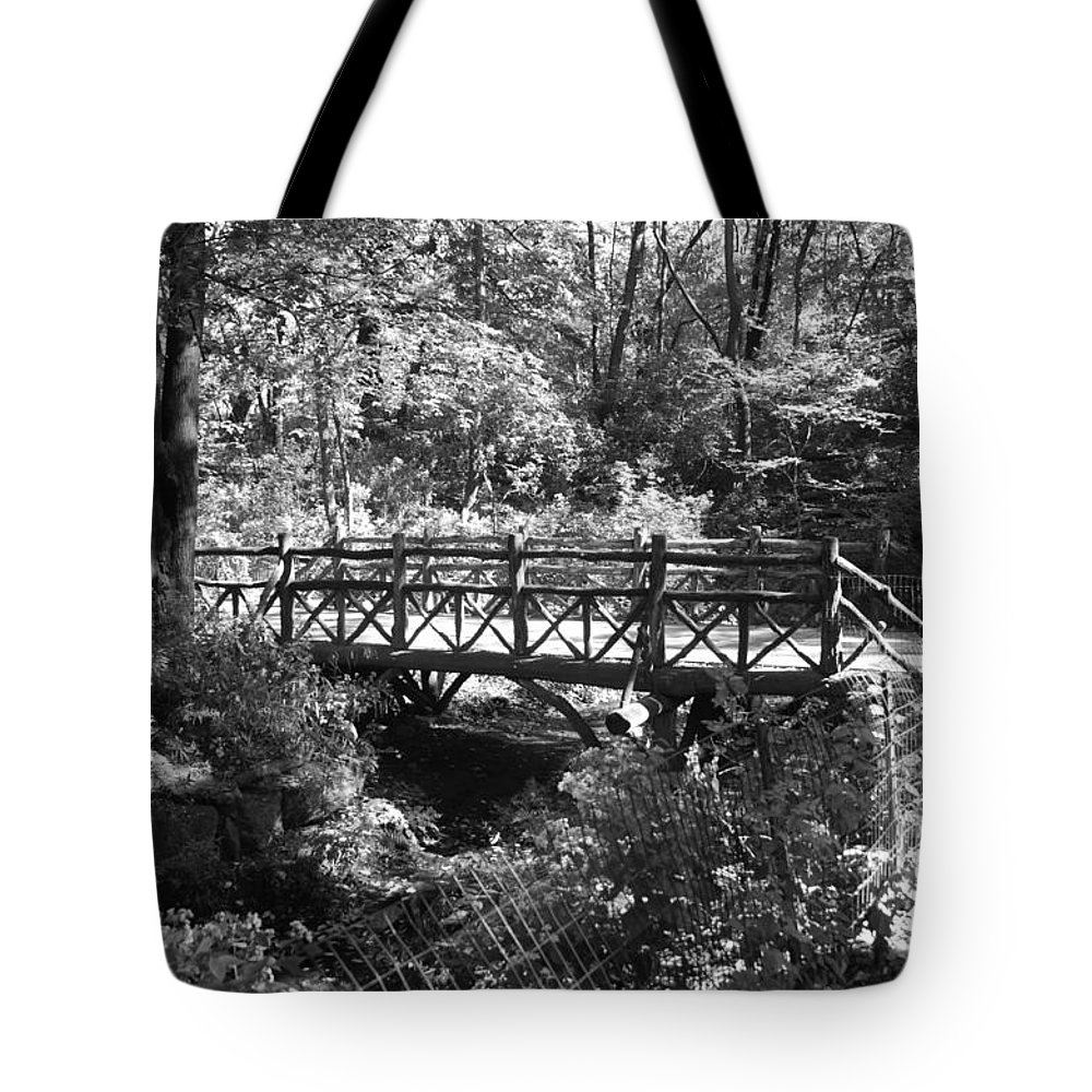 Central Park Tote Bag featuring the photograph Bridge Of Centralpark In Black And White by Rob Hans