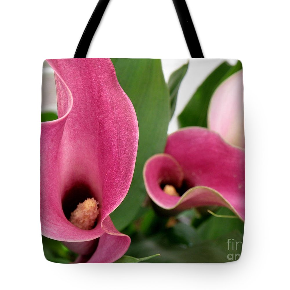 Floral Tote Bag featuring the photograph Calla Lilies In Pink by Lainie Wrightson