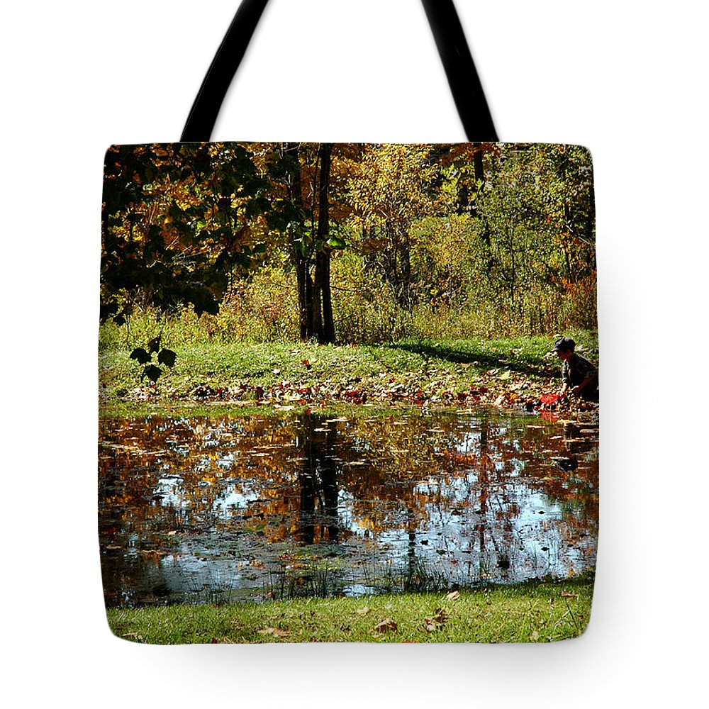 Usa Tote Bag featuring the photograph Catching Frogs by LeeAnn McLaneGoetz McLaneGoetzStudioLLCcom
