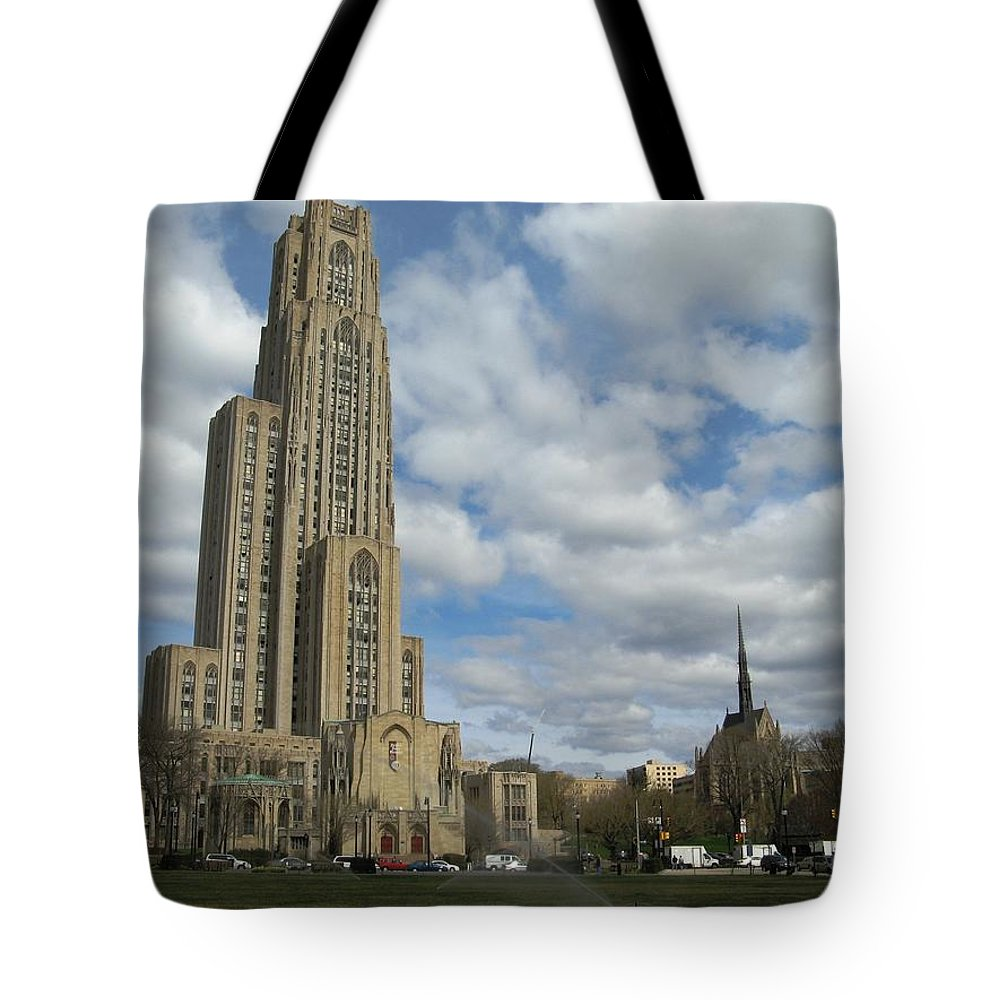 Architecture Tote Bag featuring the photograph Cathedral Of Learning Pittsburgh by Alfred Ng