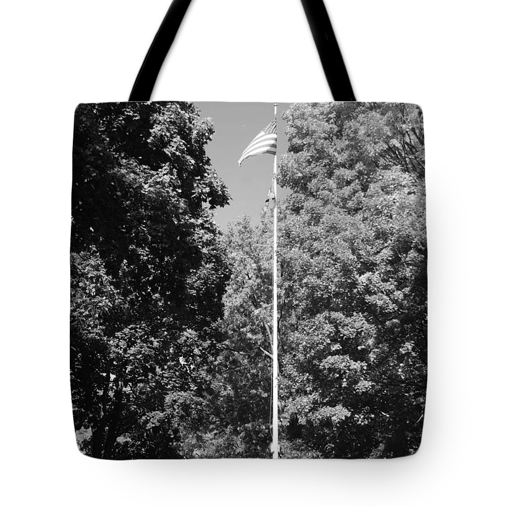 Black And White Tote Bag featuring the photograph Central Park Flag In Black And White by Rob Hans