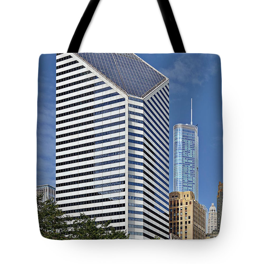 Smurfit Tote Bag featuring the photograph Chicago Crain Communications Building - Former Smurfit-stone by Christine Till