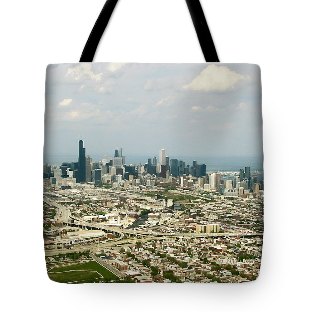 Landscapes Tote Bag featuring the photograph Chicago Skyline by Peg Urban