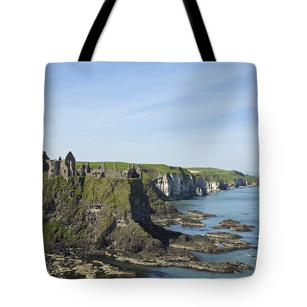 Horizon Tote Bag featuring the photograph Coastal Seascape by Patrick Swan