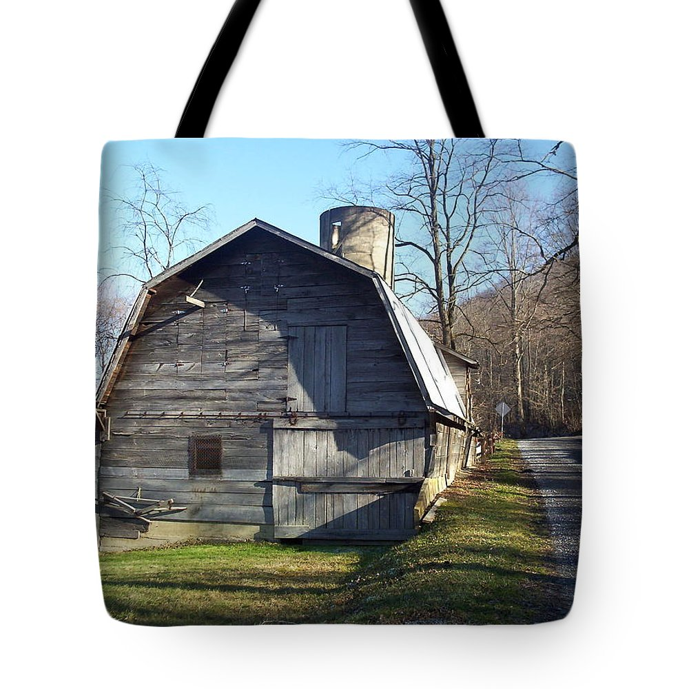Barn Tote Bag featuring the photograph Country Barn by Karen Wagner