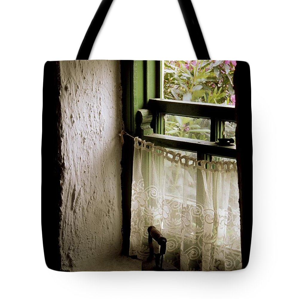 Architecture Tote Bag featuring the photograph County Kerry, Ireland Cottage Window by Richard Cummins