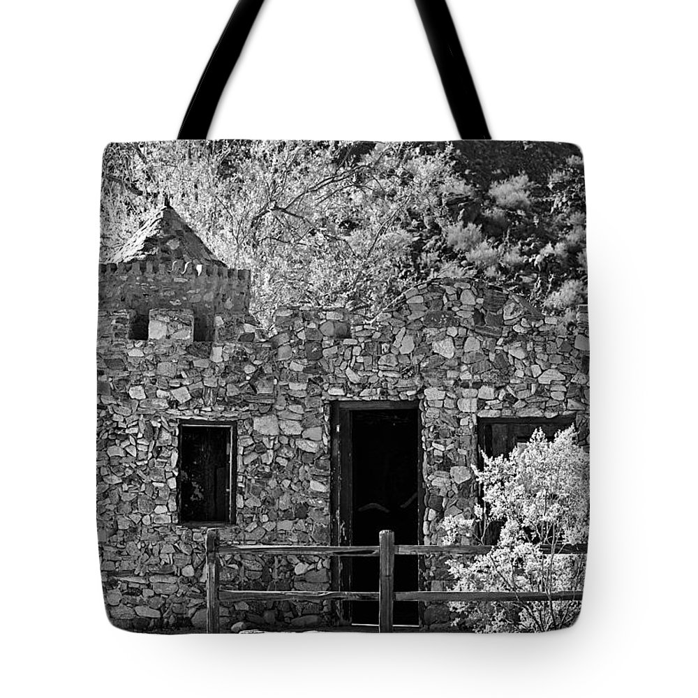 Building Tote Bag featuring the photograph Desert Castle Black And White by Phyllis Denton