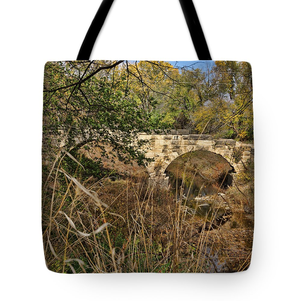Diamond Creek Tote Bag featuring the photograph Diamond Creek Double Arch Bridge by Alan Hutchins
