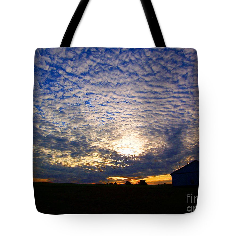 Clouds Pattern Sun Sunset Dusk Wide Wind Glow Evening Tote Bag featuring the photograph Dramatic Sunset by Vilas Malankar