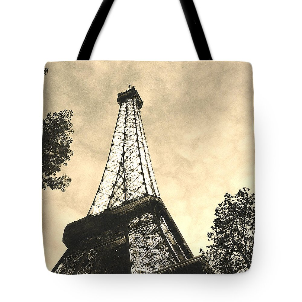 Eiffel Tower Tote Bag featuring the photograph Eiffel Tower At Dusk by Greg Matchick