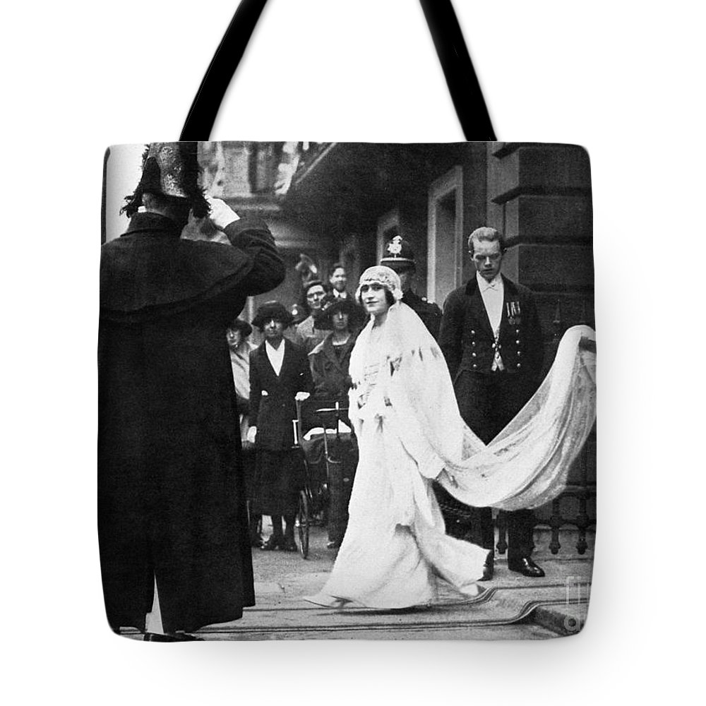 1923 Tote Bag featuring the photograph Elizabeth Bowes-lyon by Granger