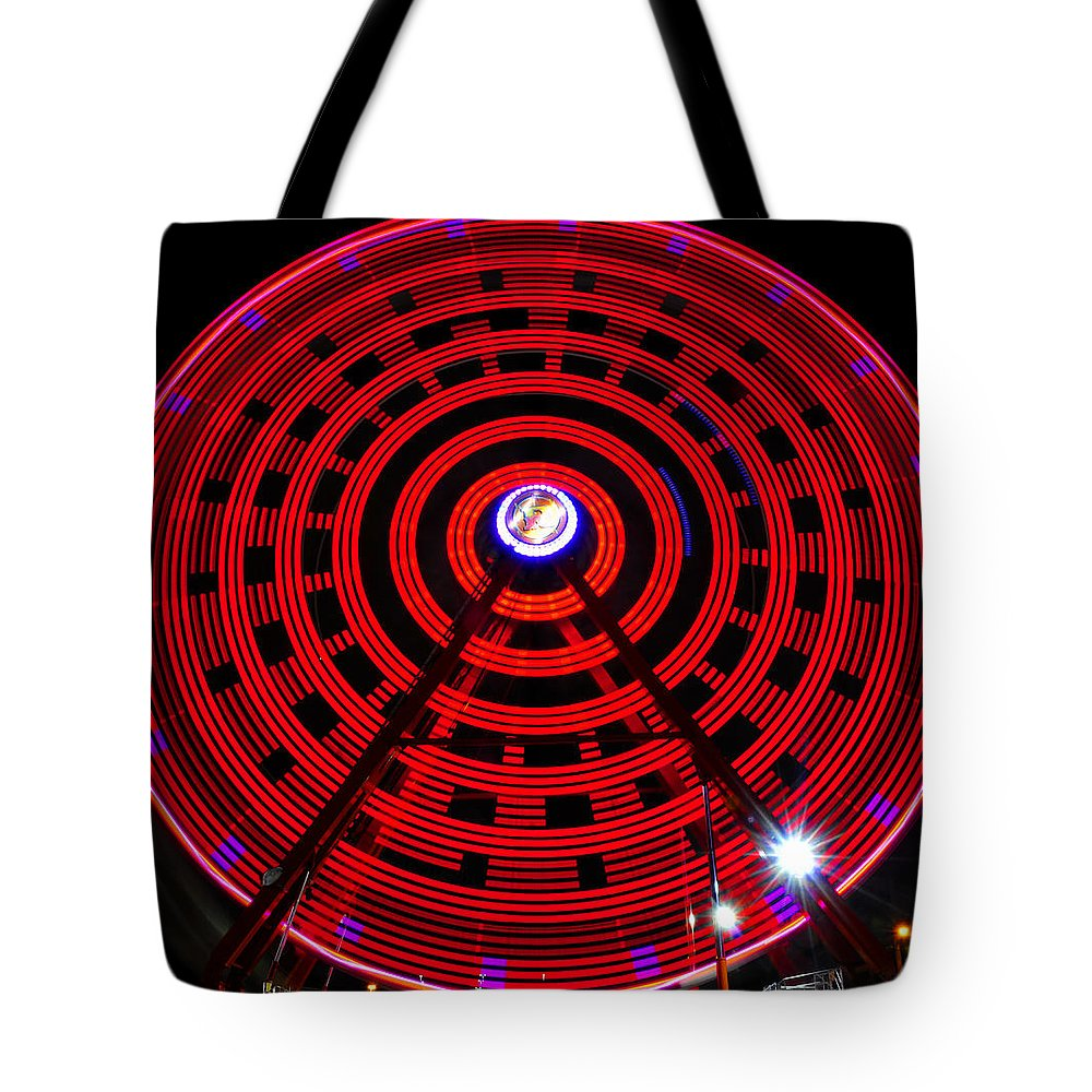 Ferris Wheel Tote Bag featuring the photograph Ferris Wheel Red by David Lee Thompson