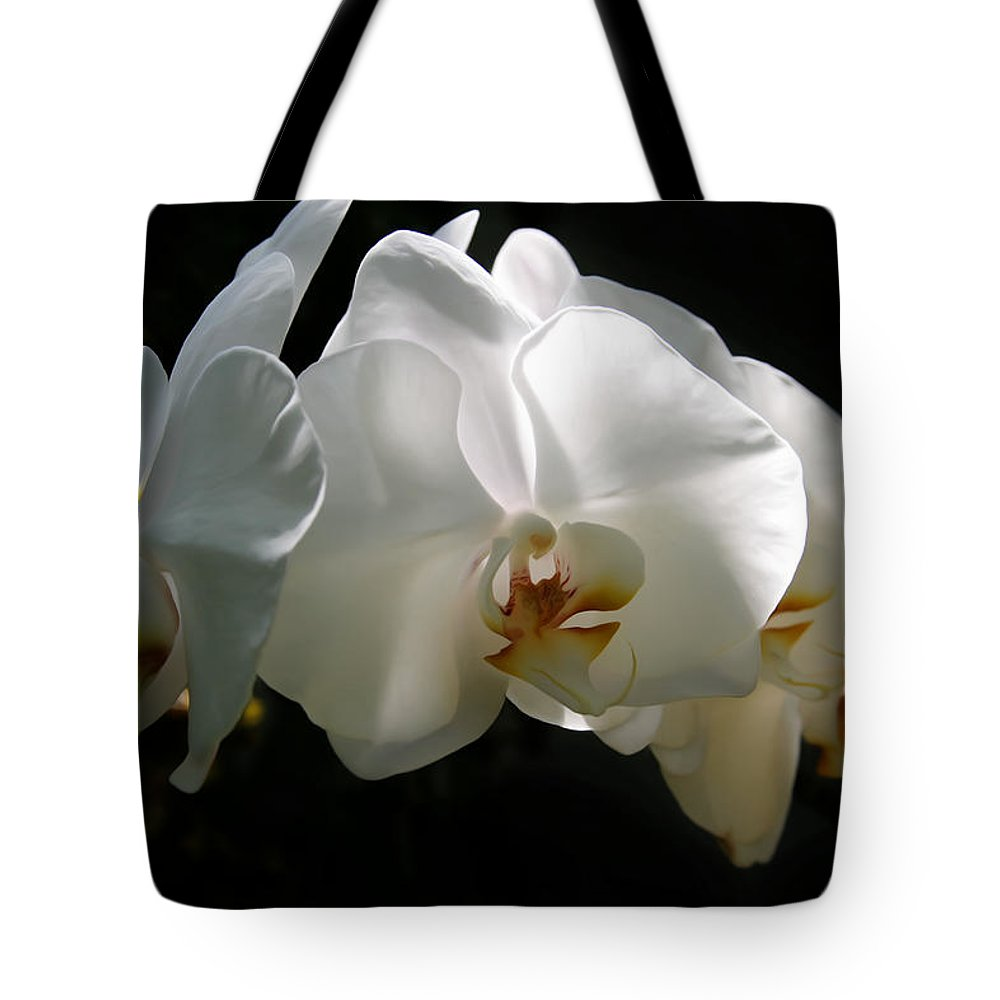 Metro Tote Bag featuring the digital art Flower Painting 0004 by Metro DC Photography