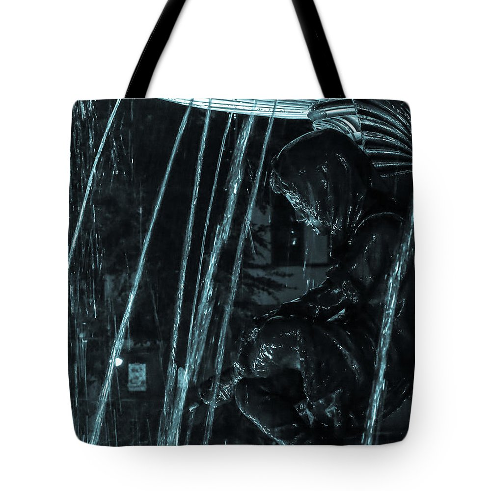 Cincinnati Tote Bag featuring the photograph Fountain Child by Keith Allen