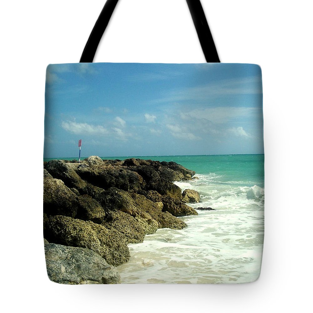 Caribbean Tote Bag featuring the photograph Freeport Coast by Cynthia Amaral