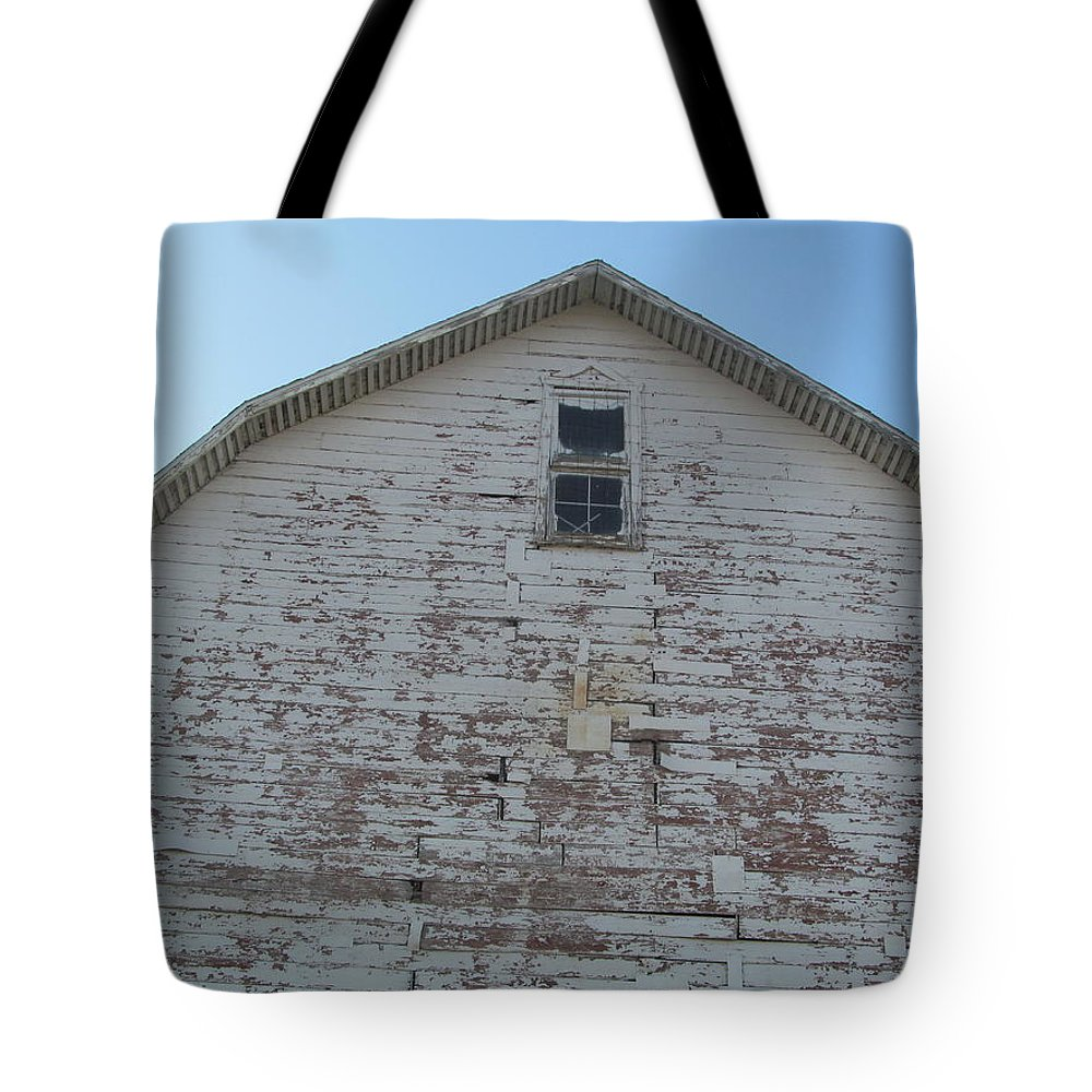 Barn Tote Bag featuring the photograph Gambrel Roofline by Tina M Wenger