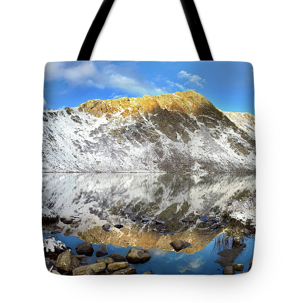 Alpenglow Tote Bag featuring the photograph Geissler Mountain In Linkins Lake by Tim Fitzharris