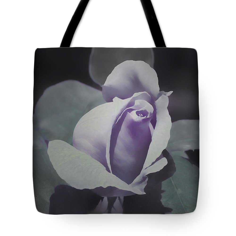 Florals Tote Bag featuring the photograph Glory Days by Linda Dunn