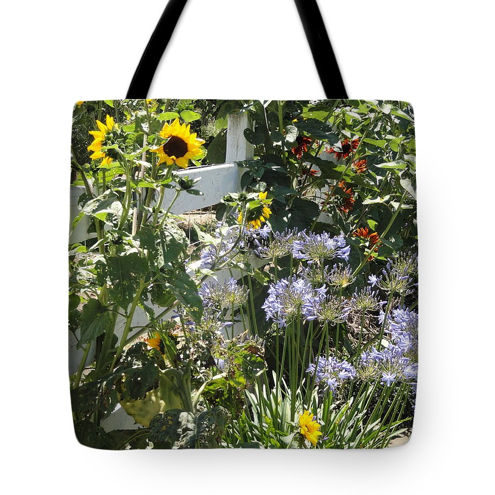 Sunflower Tote Bag featuring the photograph Great Neighbors by Shannon Grissom