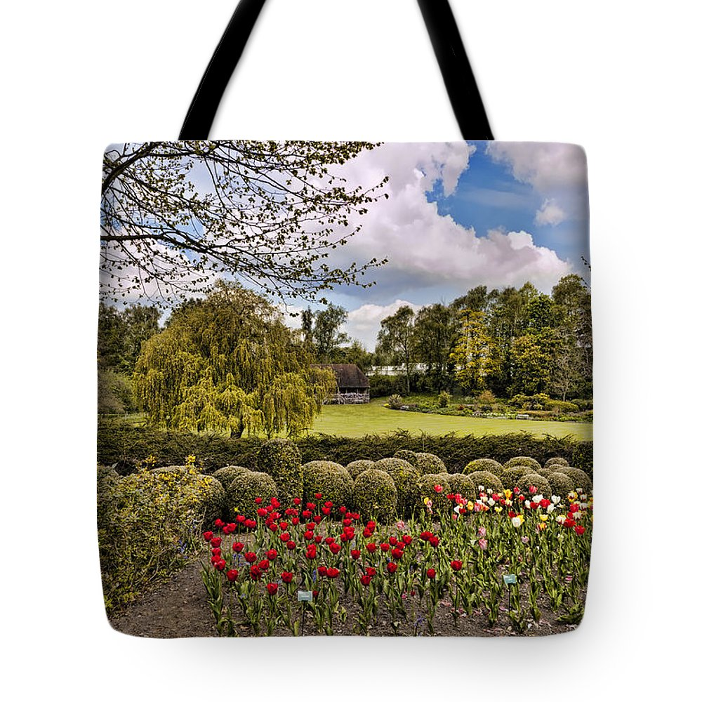 England Tote Bag featuring the photograph Grounds At Leeds Castle by Jon Berghoff