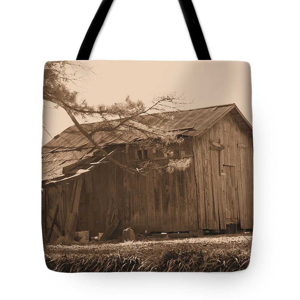 Barn Tote Bag featuring the photograph Hanging In There by Karen Wagner