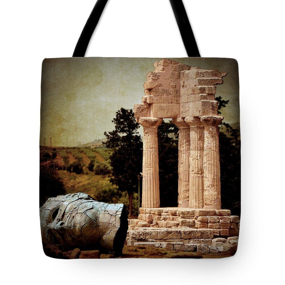 Hermanos Tote Bag featuring the photograph Head At Temple Of Castor And Pollux by RicardMN Photography