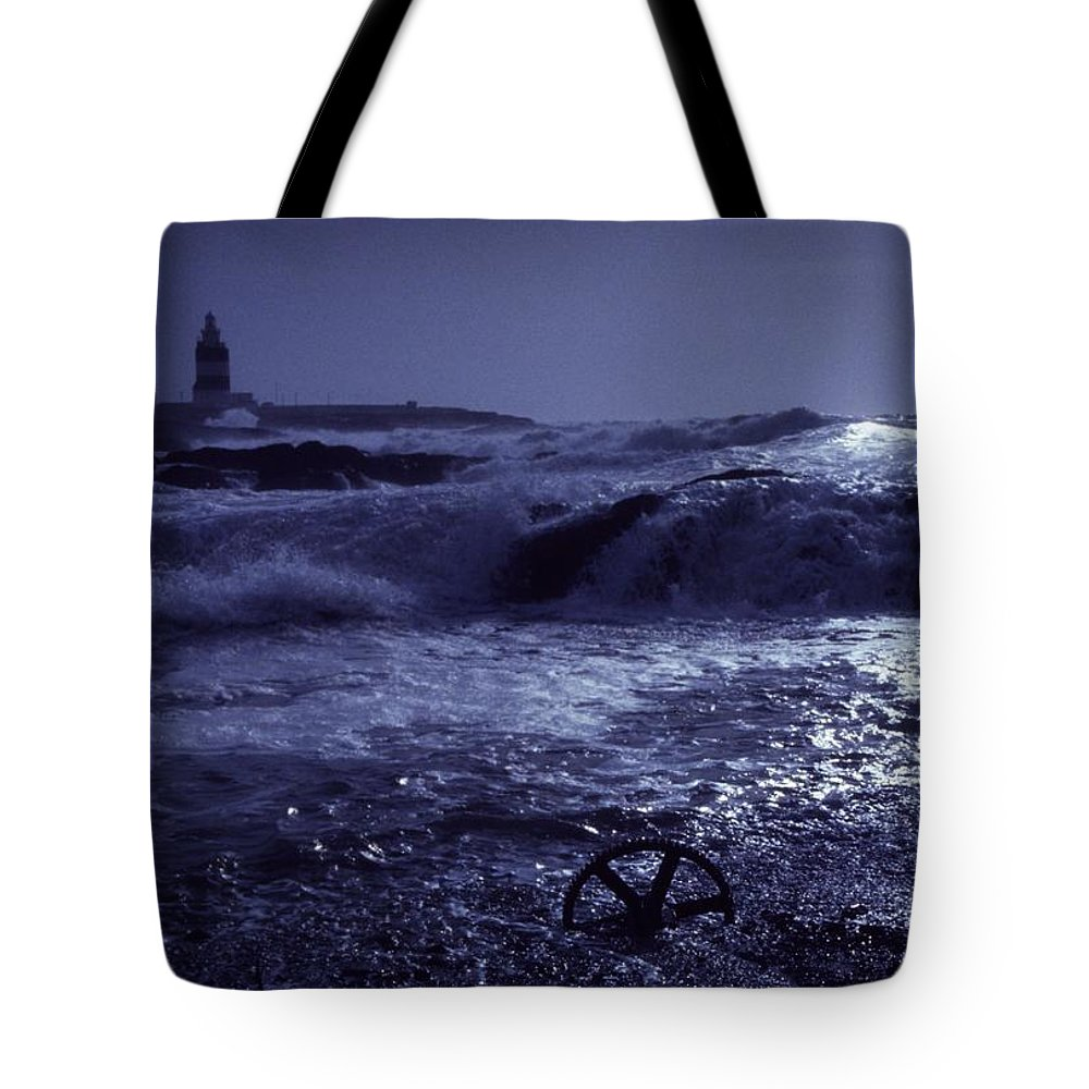 Coast Tote Bag featuring the photograph Hook Head, County Wexford, Ireland by Richard Cummins